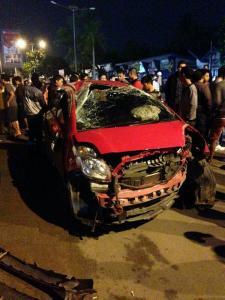 kecelakaan yaris di depan kampus darmajaya